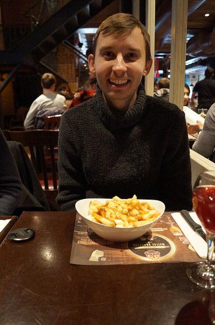 Montréal Québec - Eating puutine