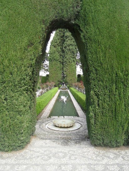 Fountain and Bushes in Generalife Granada | Spains White City