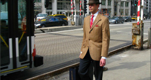 Man with hat and suit in Chicago