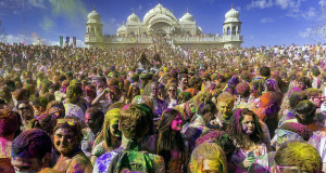 Seasonal Travel - Holi in India